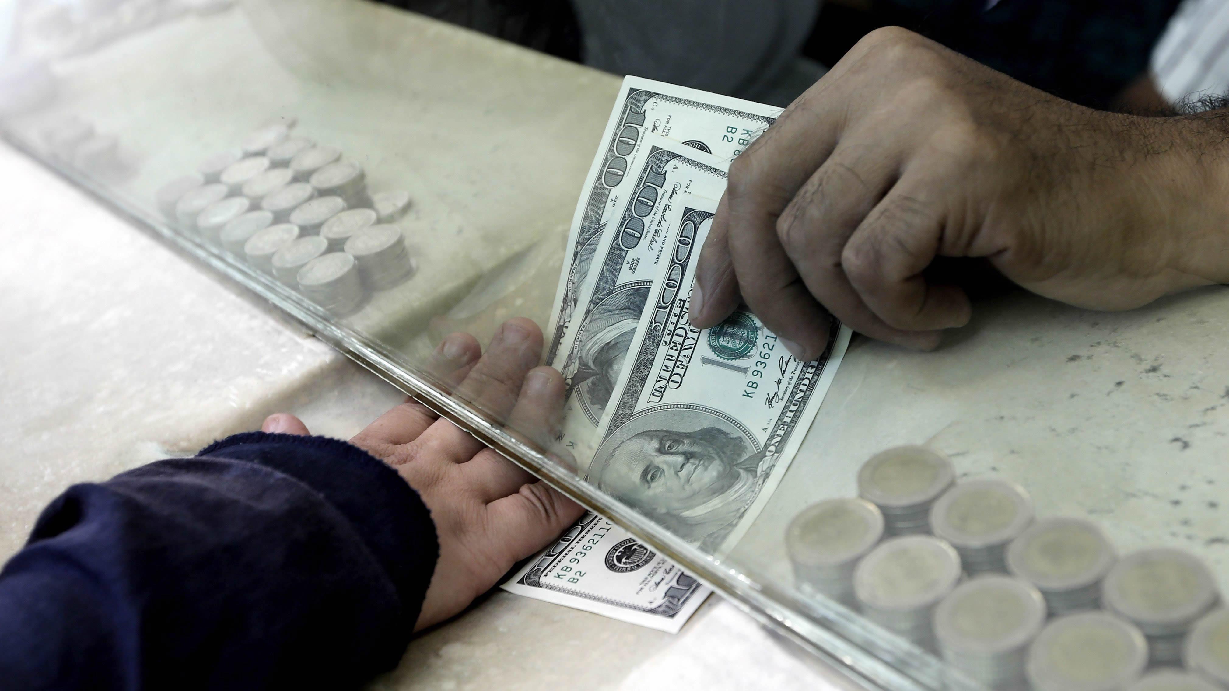 Foto de dinero recibido en banco