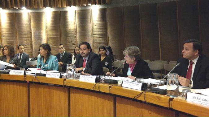 La la primera reunión de alto nivel del Programa Regional de la OCDE tuvo lugar en la sede de la CEPAL en Santiago de Chile