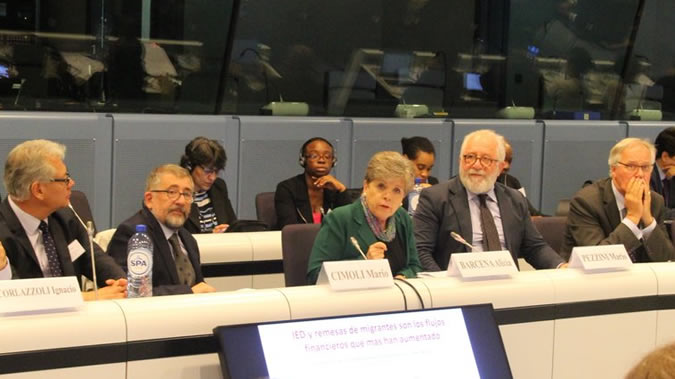 Alicia Bárcena, Executive Secretary of ECLAC (at the centre), at the seminar Next steps for Development in Transition in Brussels.