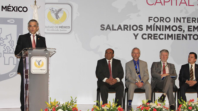 The Head of Mexico City's government, Miguel Ángel Mancera, attended this meeting. The Deputy Executive Secretary of ECLAC, Antonio Prado (the second one from the right), also took part in this forum.