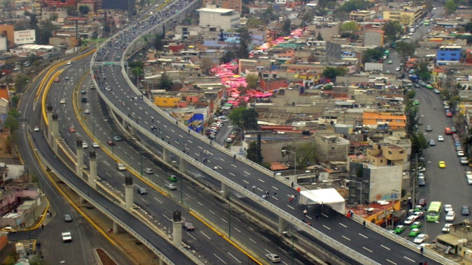 Photo of an express highway in Mexico City.