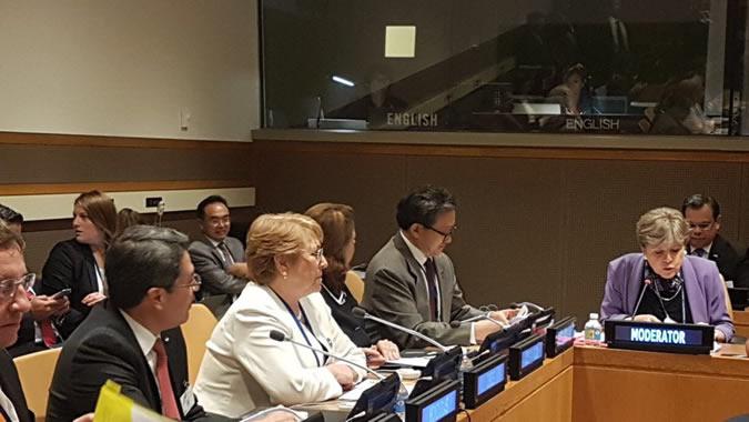 La Presidenta de Chile, Michelle Bachelet (al centro), encabezó el evento en Nueva York, que fue moderado por la Secretaria Ejecutiva de la CEPAL, Alicia Bárcena (a la derecha).