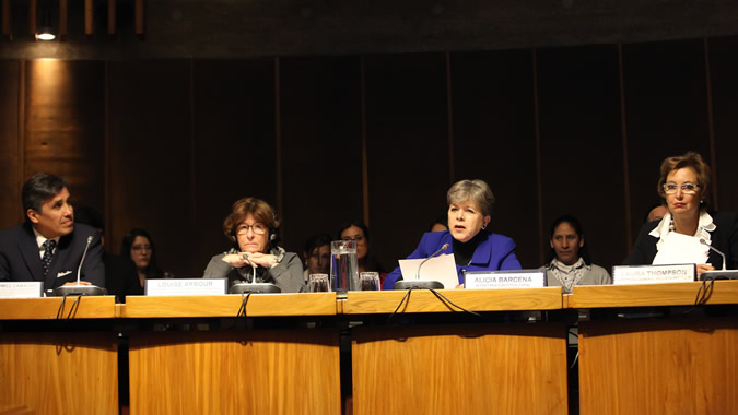 Ambassador Juan José Gómez Camacho, Co-facilitator of the intergovernmental consultations and negotiations on the global compact on migration; Louise Arbour, the Secretary-General's Special Representative for International Migration; Alicia Bárcena, ECLAC's Executive Secretary; and Laura Thompson, Deputy Director General of the IOM.