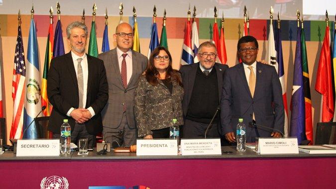 Fotografía del panel de cierre de la Conferencia.