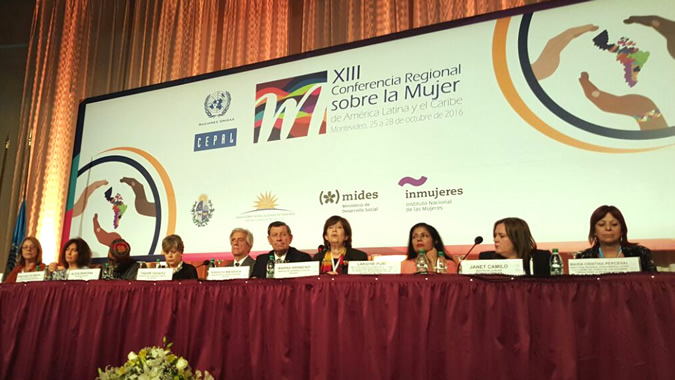 El Presidente de Uruguay, Tabaré Vázquez y la Secretaria Ejecutiva de la CEPAL, Alicia Bárcena en la inauguración de la XIII Conferencia Regional sobre la Mujer de América Latina y el Caribe.