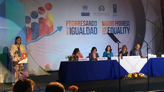 La Directora de la División de Desarrollo Social de la CEPAL, Laís Abramo, durante la reunión de la Mesa Directiva.