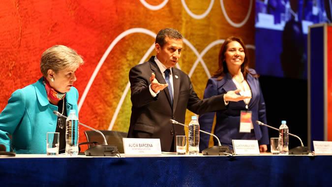 Foto de la inauguración de la conferencia de desarrollo social
