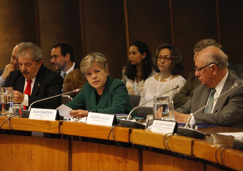 El ex Presidente de Brasil Luiz Inácio Lula da Silva, la Secretaria Ejecutiva de la CEPAL Alicia Bárcena y el ex mandatario chileno Ricardo Lagos participan en la apertura del seminario Desarrollo e integración en América Latina.