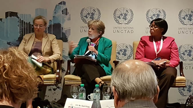 Alicia Bárcena, ECLAC's Executive Secretary (at the center), during the event The multilateral trading system: Time to re-energize?, organized by UNCTAD in the framework of the WTO MC11 in Buenos Aires.