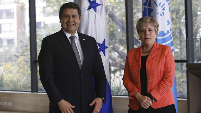 El Presidente de Honduras y la Secretaria Ejecutiva de la CEPAL
