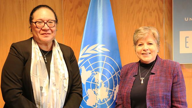 Fekitamoeloa Katoa 'Utoikamanu (izquierda), Secretaria General Adjunta de las Naciones Unidas y Alta Representante de UN-OHRLLS, y Alicia Bárcena, Secretaria Ejecutiva de la CEPAL