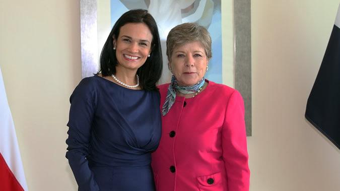 La Vicepresidenta de Panamá, Isabel de Saint Malo (izquierda), y la Secretaria Ejecutiva de la CEPAL, Alicia Bárcena.