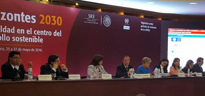 El panel sobre políticas sociales se realizó durante el trigésimo sexto período de sesiones de la CEPAL.