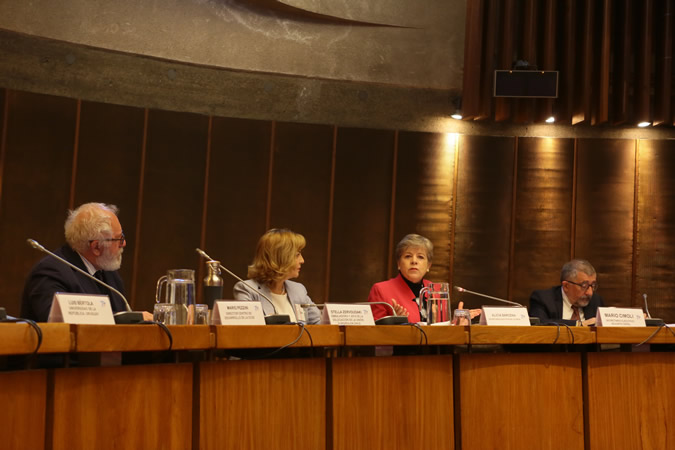 From left to right: Mario Pezzini, Director of the OECD Development Centre; Stella Zervoudaki, Ambassador and Head of the European Union Delegation in Chile; Alicia Bárcena, ECLAC's Executive Secretary, and Mario Cimoli, ECLAC's Deputy Executive Secretary.