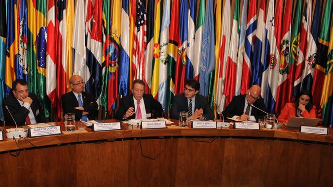 Autoridades y expertos presentes en la reunión