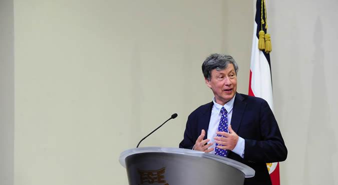 Daniel Titelman, Director de la División de Desarrollo Económico de la CEPAL, durante la presentación del estudio.