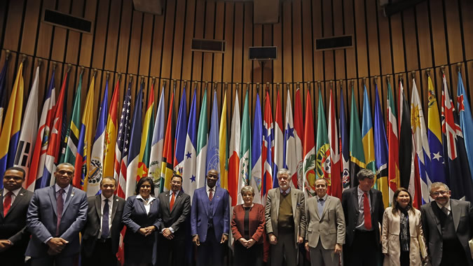 The delegation accompanying Trinidad and Tobago's Prime Minister, Keith Rowley, met with ECLAC Executive Secretary, Alicia Bárcena, and several directors of the organization.