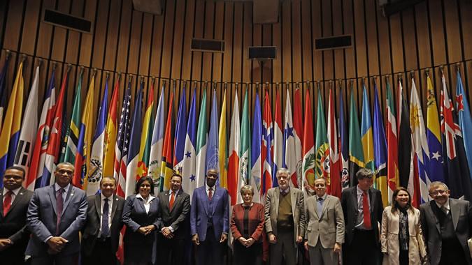 Delegación que acompañó al Primer Ministro de Trinidad y Tabago, Keith Rowley, se reunió con la Secretaria Ejecutiva de la CEPAL, Alicia Bárcena, y varios directores de la institución.