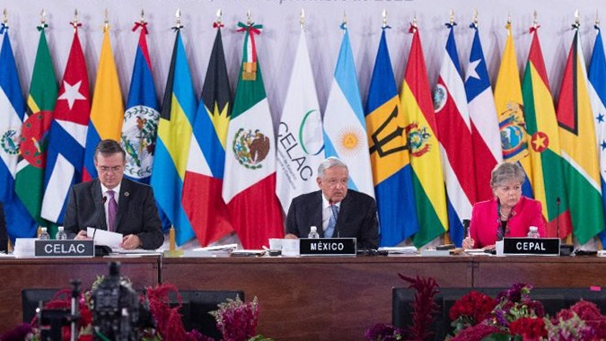 From left to right, Marcelo Ebrard, Mexico's Minister of Foreign Affairs; Andrés Manuel López Obrador, President of Mexico, and Alicia Bárcena, ECLAC's Executive Secretary.
