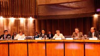 De izquierda a derecha: Mario Marcel, Director Adjunto de la División de Gobernanza Pública y Desarrollo Territorial de la OCDE, Adrienne Cheasty, Directora Adjunta del Departamento de Asuntos Fiscales del FMI, Jorge Máttar, Director del Instituto Latinoamericano de Planificación Económica y Social (ILPES) de la CEPAL, Alicia Bárcena, Secretaria Ejecutiva de la CEPAL, Antonio Prado, Secretario Ejecutivo Adjunto de la CEPAL, y Ricardo Martner, Jefe del Área de Políticas Presupuestarias y Gestión Pública de ILPES/CEPAL.