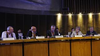 De izquierda a derecha: Roberto Rigobon, del MIT; Alexandre Barbosa, Jefe del CETIC.br; Rodrigo Ramírez, Subsecretario de Telecomunicaciones de Chile; Alicia Bárcena, Secretaria Ejecutiva de la CEPAL; y Mario Cimoli, Director de la División de Desarrollo Productivo y Empresarial de la CEPAL.