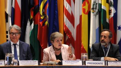From left to right, Christian Salazar, Regional Director, Regional Desk for Latin America and the Caribbean, Development Coordination Office (DCO); Alicia Bárcena, ECLAC's Executive Secretary and Guillermo Pattillo, Director of the National Institute of Statistics (INE) of Chile.