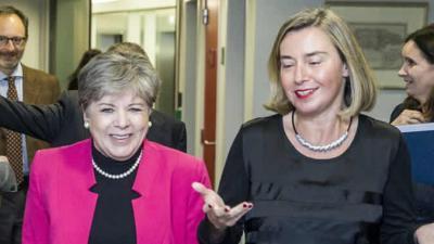 De izquierda a derecha, la Secretaria Ejecutiva de la Comisión Económica para América Latina y el Caribe (CEPAL), Alicia Bárcena, y la Alta Representante de la Unión Europea para Asuntos Exteriores y Política de Seguridad, Federica Mogherini.