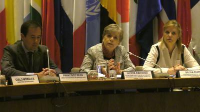 De izquierda a derecha, Francisco Silva, Director subrogante del Servicio Civil de Chile; Alicia Bárcena, Secretaria Ejecutiva de la CEPAL, y Silvia Rucks, Coordinadora Residente del Sistema de las Naciones Unidas en Chile.