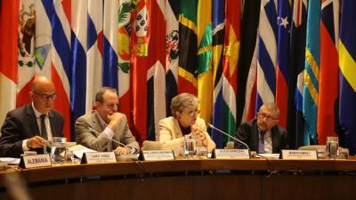 From right to left, Marío Cimoli, Deputy Executive Secretary, a.i. of ECLAC; Alicia Bárcena, ECLAC's Executive Secretary; Raúl Garcia-Buchaca,Deputy Executive Secretary for Management and Programme Analysis of ECLAC, and Luis F. Yáñez, Officer-in-Charge, Secretary of the Commission.