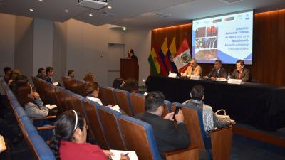 Panel con presentación y audiencia