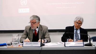 El Secretario Ejecutivo Adjunto de la CEPAL, Antonio Prado, junto al Oficial a Cargo del Área de Gestión del Desarrollo Local y Regional del ILPES, Luis Mauricio Cuervo,