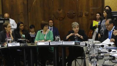 De izquierda a derecha: Laís Abramo, Directora de la División de Desarrollo Social de la CEPAL; Marina Arismendi, Ministra de Desarrollo Social del Uruguay; Alicia Bárcena, Secretaria Ejecutiva de la CEPAL; y Luis Felipe López-Calva, Director Regional para América Latina y el Caribe del PNUD.