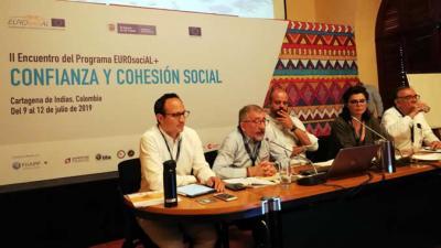 Mario Cimoli, Secretario Ejecutivo Adjunto (el segundo de izquierda a derecha), durante su participación en uno de los seminarios del II Encuentro del Programa EUROsociAL+ en Colombia.