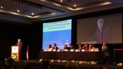 Pascual Gerstenfeld, Director de la División de Estadísticas de la CEPAL, durante su exposición en Paraguay.