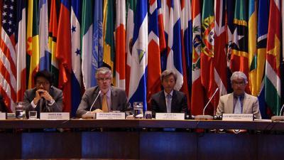 El Secretario Ejecutivo Adjunto de la CEPAL, Antonio Prado, junto al Embajador de Corea en Chile, Ji-eun Yu.