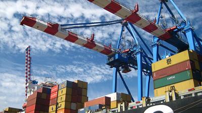 La recesión en Europa y el menor crecimiento en Estados Unidos y China impactó en el movimiento de contenedores en los puertos de América Latina y el Caribe en 2012.