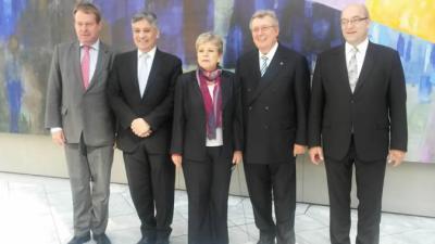 Alicia Bárcena junto a empresarios y embajadores en Berlín.