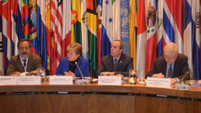 From left to right: Guillermo Pattillo, Director of the National Statistical Institute (INE) of Chile; Alicia Bárcena, ECLAC's Executive Secretary; Raúl García-Buchaca, Deputy Executive Secretary for Management and Programme Analysis, and Pascual Gerstenfeld, Chief of ECLAC's Statistics Division.