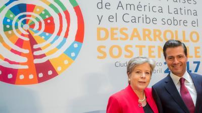 Alicia Bárcena, Secretaria Ejecutiva de la CEPAL, y Enrique Peña Nieto, Presidente de México.