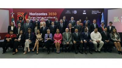 Foto oficial de ministros y altas autoridades asistentes a la clausura del trigésimo sexto período de sesiones de la CEPAL.