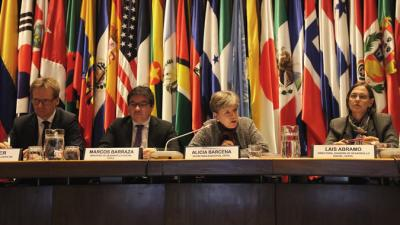 From left to right: Peter Sauer, Minister-Counselor from the German Embassy in Chile; Marcos Barraza, Chilean Social Development Minister; Alicia Bárcena, ECLAC's Executive Secretary; and Laís Abramo, Director of ECLAC's Social Development Division.