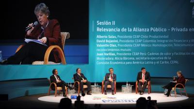 foto de Alicia Bárcena, Secretaria Ejecutiva de la CEPAL, durante la III Cumbre Empresarial de la Alianza del Pacífico en Puerto Varas, Chile.