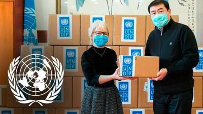 Ceremonia de entrega en el recinto de la ONU en Beijing para la donación de suministros médicos al Gobierno de China. Foto: PNUD China
