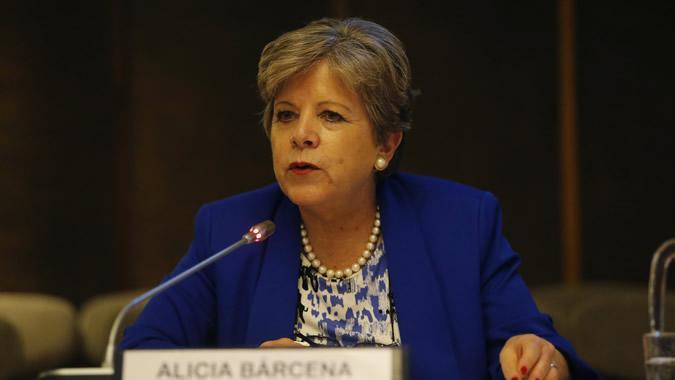 La Secretaria Ejecutiva de la CEPAL, Alicia Bárcena, durante la conferencia magistral en la sede de la CEPAL.