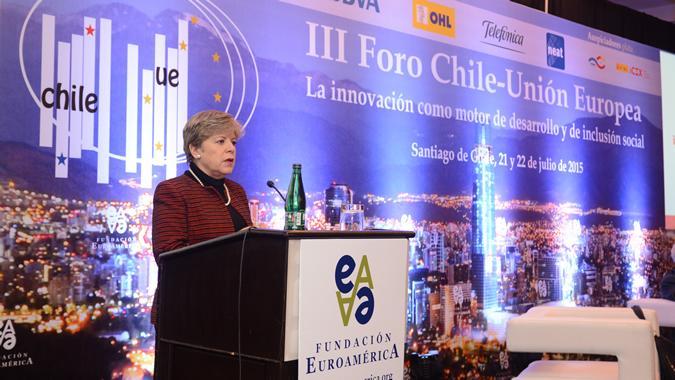 La Secretaria Ejecutiva de la CEPAL, Alicia Bárcena, durante su intervención en el III Foro Chile-UE.