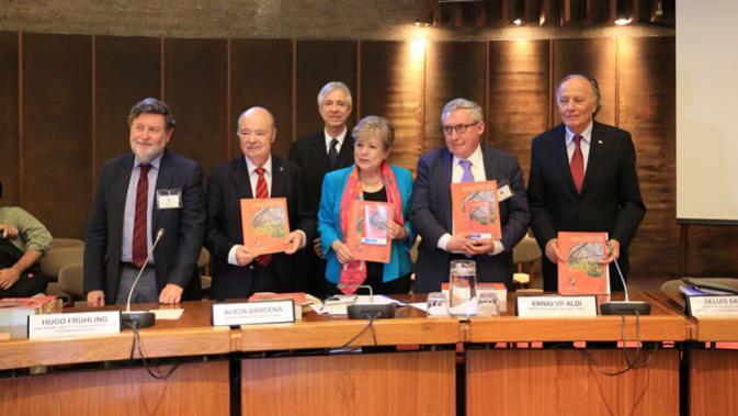 Panel participante en el lanzamiento del informe.