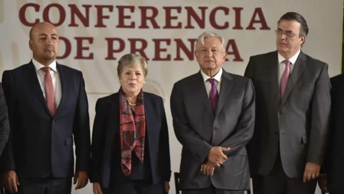 De derecha a izquierda, Marcelo Ebrard, Secretario de Relaciones Exteriores de México; Andrés Manuel López Obrador, Presidente de México; Alicia Bárcena, Secretaria Ejecutiva de la CEPAL, y Maximiliano Reyes, Subsecretario para América Latina y el Caribe de la Secretaria de Relaciones Exteriores de México.