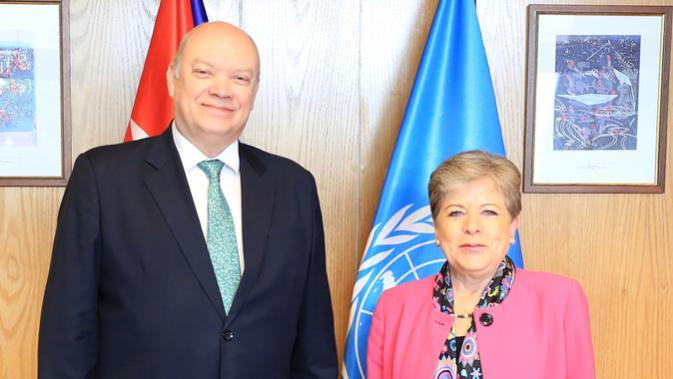De derecha a izquierda, Alicia Bárcena, Secretaria Ejecutiva de la CEPAL, y Rodrigo Malmierca, Ministro de Comercio Exterior y la Inversión Extranjera de Cuba.