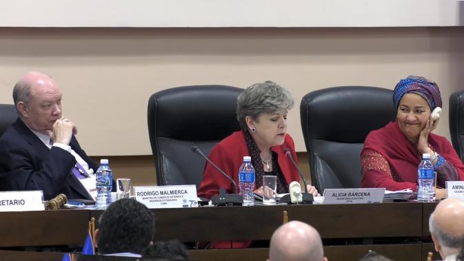 De derecha a izquierda, Amina Mohammed, Vicesecretaria General de las Naciones Unidas, Alicia Bárcena, Secretaria Ejecutiva de la CEPAL y Rodrigo Malmierca, Ministro del Comercio Exterior y la Inversión Extranjera de Cuba.