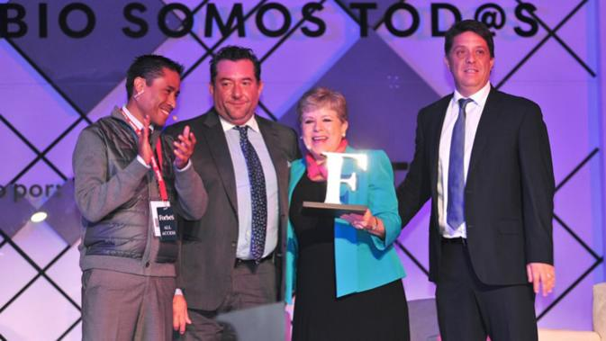 Alicia Bárcena recibe reconocimiento del Foro Forbes Mujeres Poderosas 2018.